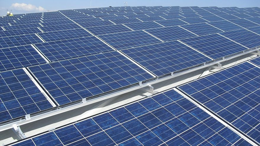 Los parques fotovoltaicos deberán ser pequeños y respetar la agricultura
