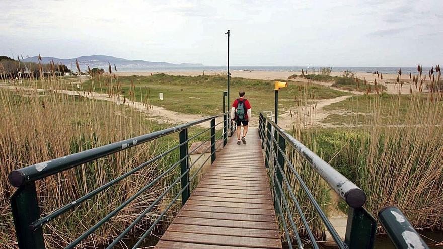 Un passeig per Sant Pere Pescador, millor a peu o en bicicleta