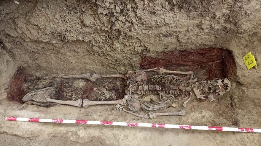 Exhumados los restos de un tercer fusilado en la guerra civil en una fosa en Farasdués