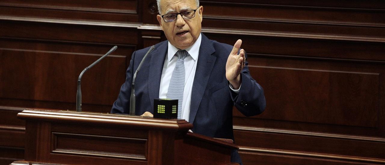 Casimiro Curbelo en el Parlamento canario,