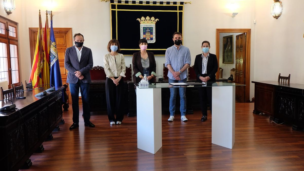 El alcalde de Tarazona, Luis José Arrechea, con la ex teniente de alcalde, Ana Rita Márquez (Cs, a la derecha de la imagen), y los portavoces de los grupos municipales.