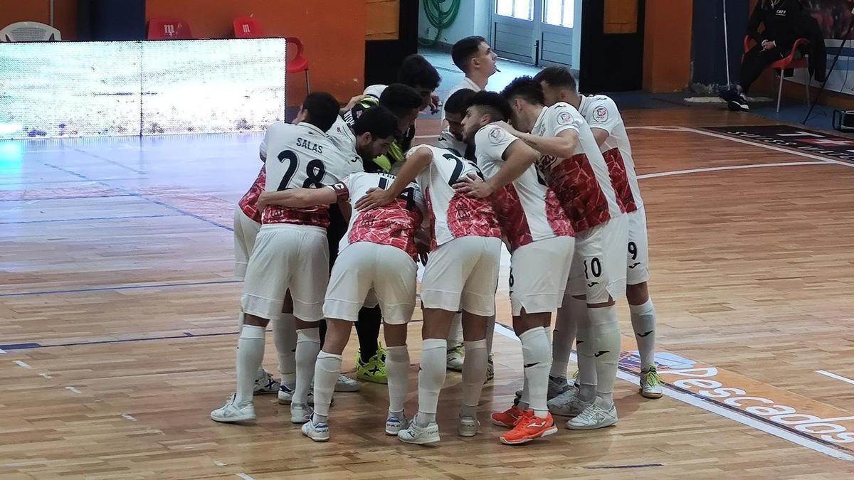 Los jugadores de ElPozo hacen piña en el encuentro frente al Burela