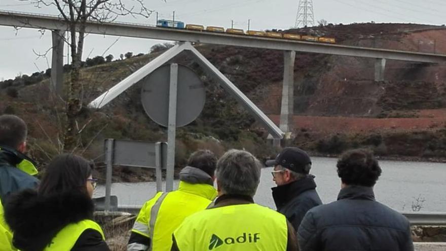 El puente del AVE sobre Agavanzal pasa las pruebas de carga