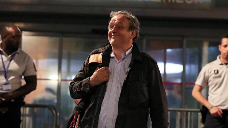 Michel Platini queda en libertad sin cargos tras pasar 15 horas detenido