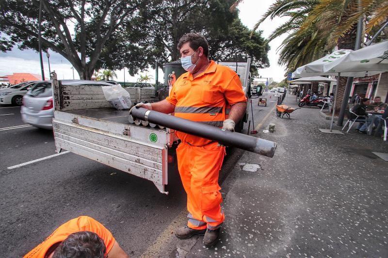 Colocación de barreras de seguridad en la Avenida de Anaga