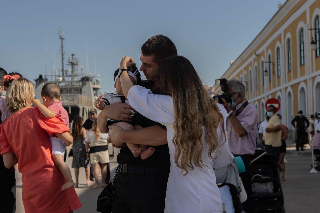 """Marineros del """"Furor"""" vuelven con sus familias a Cartagena tras cuatro meses de lucha contra la piratería"""