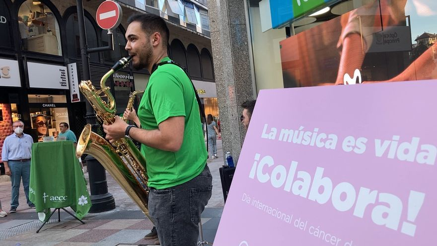 La emotiva iniciativa de tres estudiantes del Conservatorio de Oviedo para luchar contra el cáncer de mama