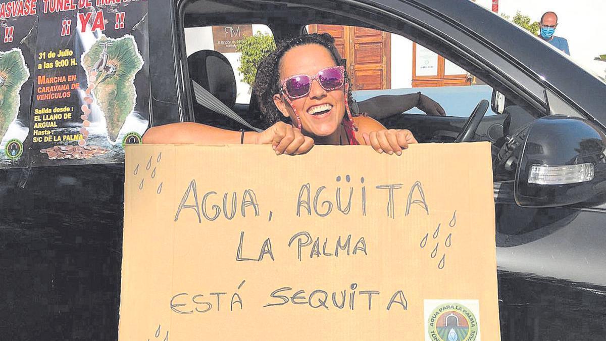 Caravana de coches por la sequía en La Palma.
