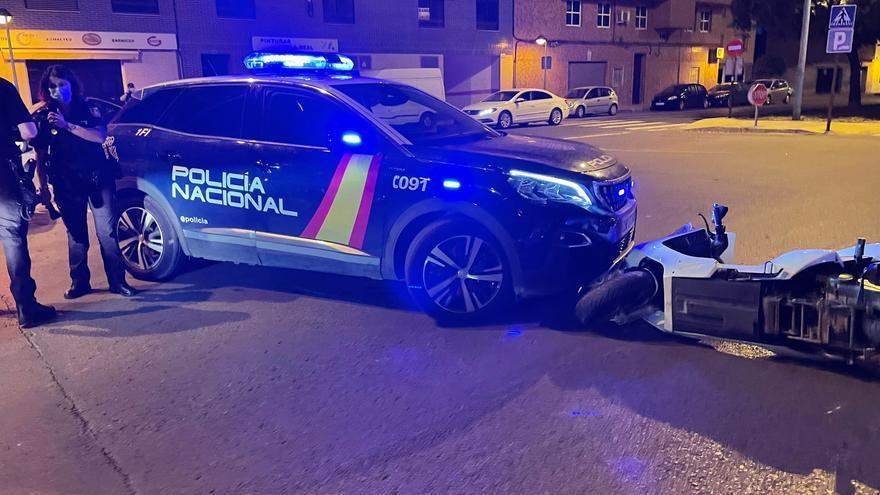 Accidente entre un coche de policía y una moto en Vila-real