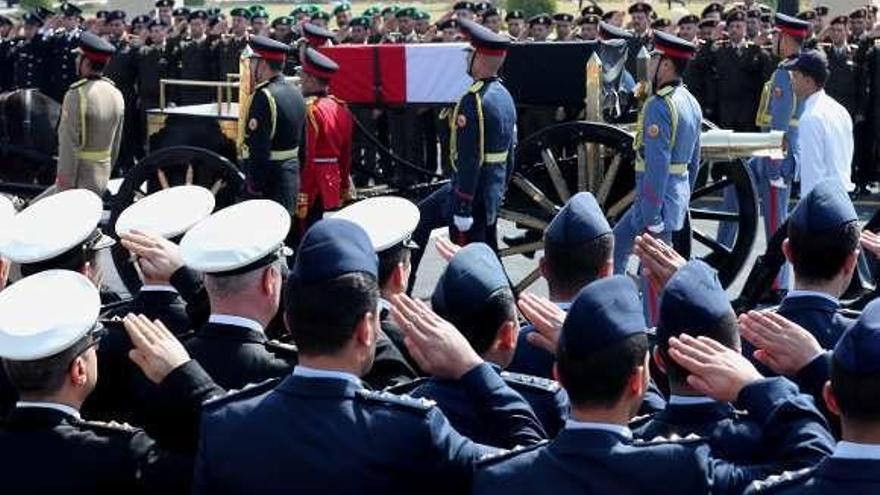 Egipto entierra a Mubarak con honores