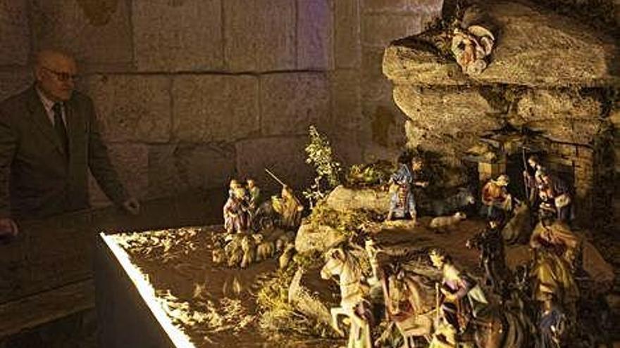 El Yacente instala por primera vez un belén en santa María La Nueva