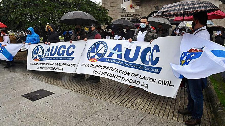 Guardias civiles protestan por el reparto de la productividad
