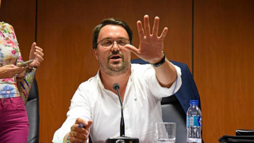 """Génova deja para """"más adelante"""" la renovación de sus líderes en Canarias"""