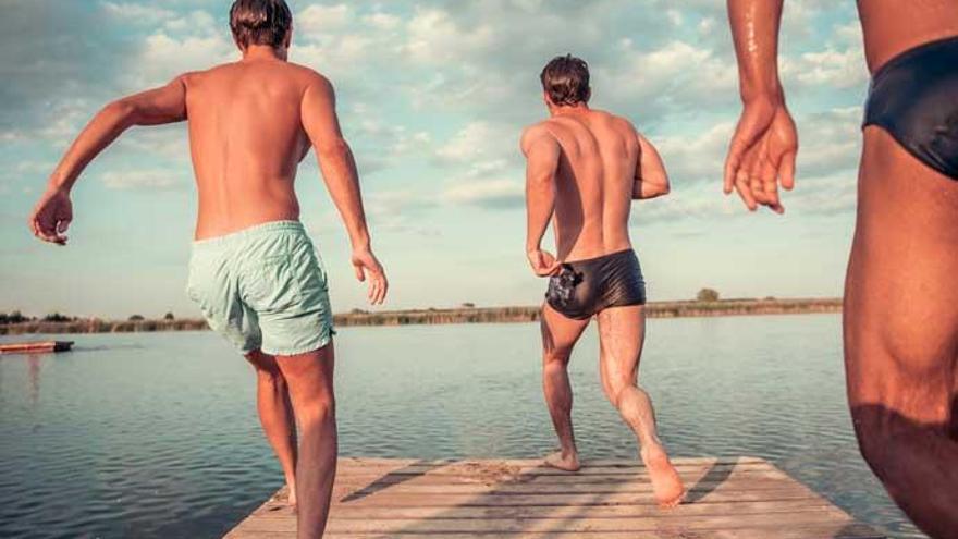 Estos son los riesgos de no cambiarse el bañador mojado