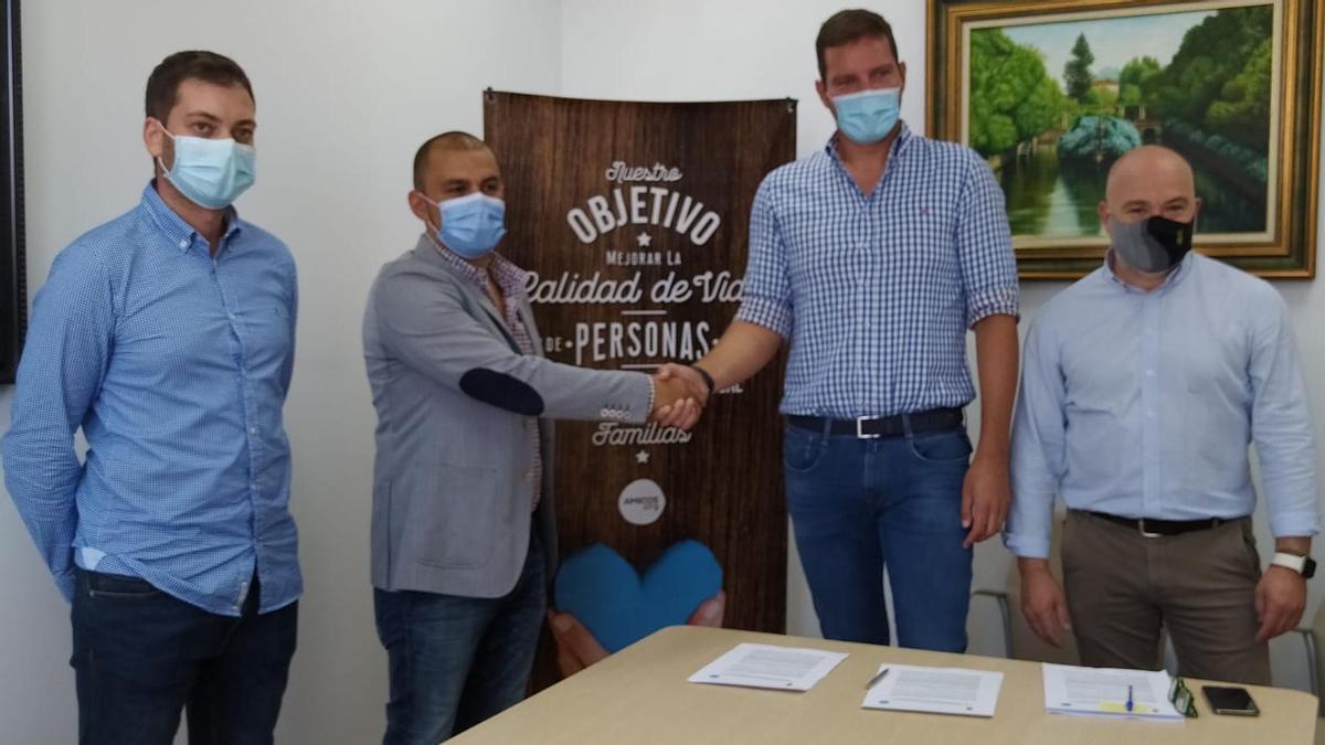 El Concello de A Estrada firmó ayer con el colectivo Amicos un convenio para la inserción laboral de personas con discapacidad.