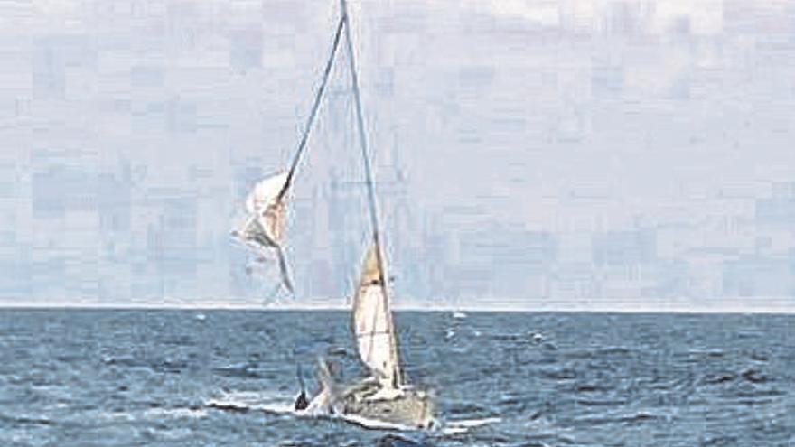 El velero escuela 'Tambo' de la Armada, auxiliado tras zarpar de la Base Naval
