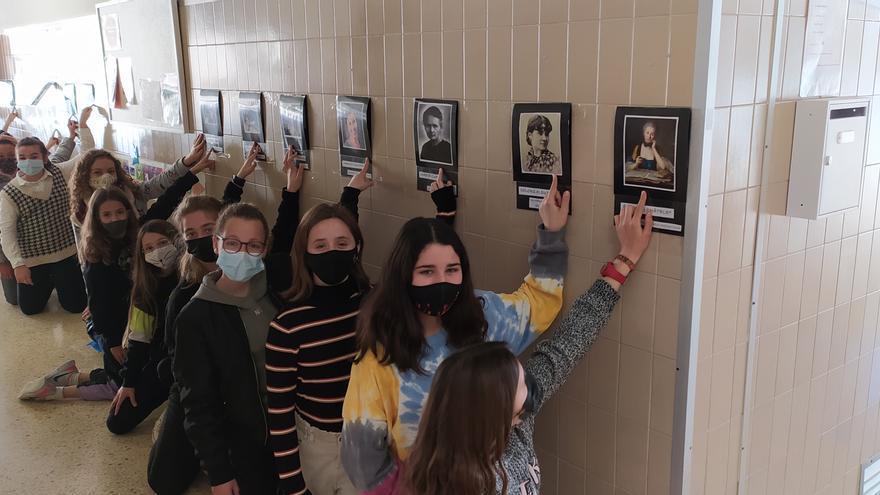 El colegio Sagrat Cor inaugura una exposición sobre mujeres científicas