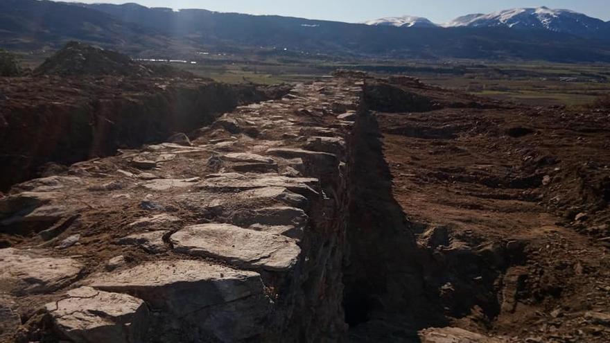Llívia troba un fossat nou al castell que en fa replantejar les datacions