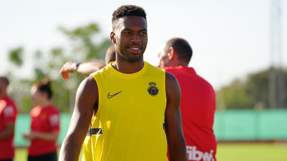 Daniel Sturridge ya conoce a sus nuevos compañeros del Real Mallorca.