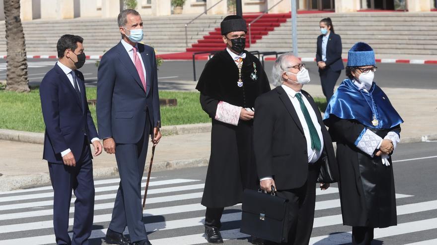 El Rey abre el curso universitario en Córdoba con el deseo de que vuelva la normalidad a las aulas