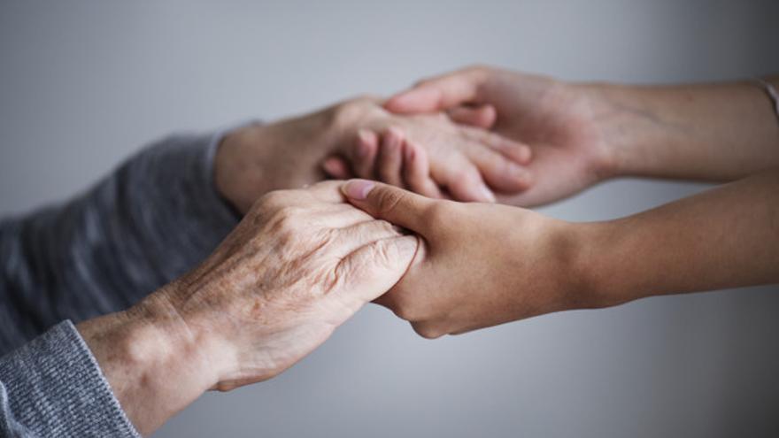 El programa de prevenció d'abusos i maltractament a la gent gran de la Creu Roja a Girona atén 56 persones
