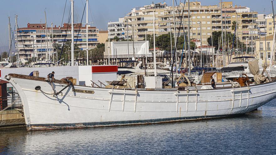 Un embajador de Torrevieja en el mar