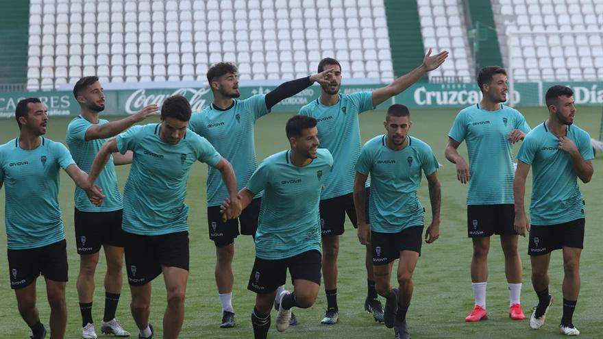 El Córdoba CF, a refrendar su liderato ante un combativo Coria