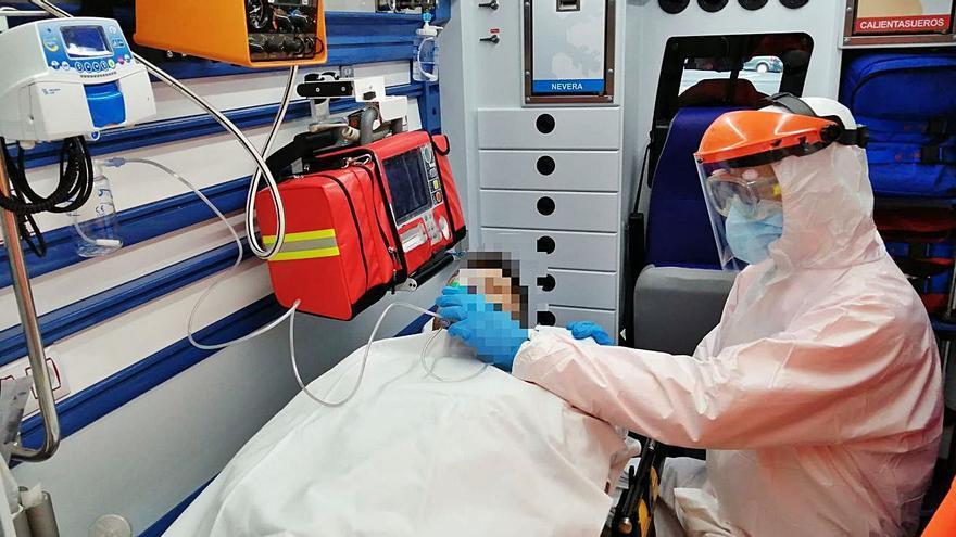 Una de cada dos asistencias de las ambulancias es por sospecha de COVID