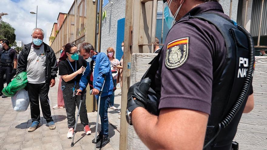 La Justicia avala el aislamiento de los 104 contagiados por el brote en el Albergue de Santa Cruz