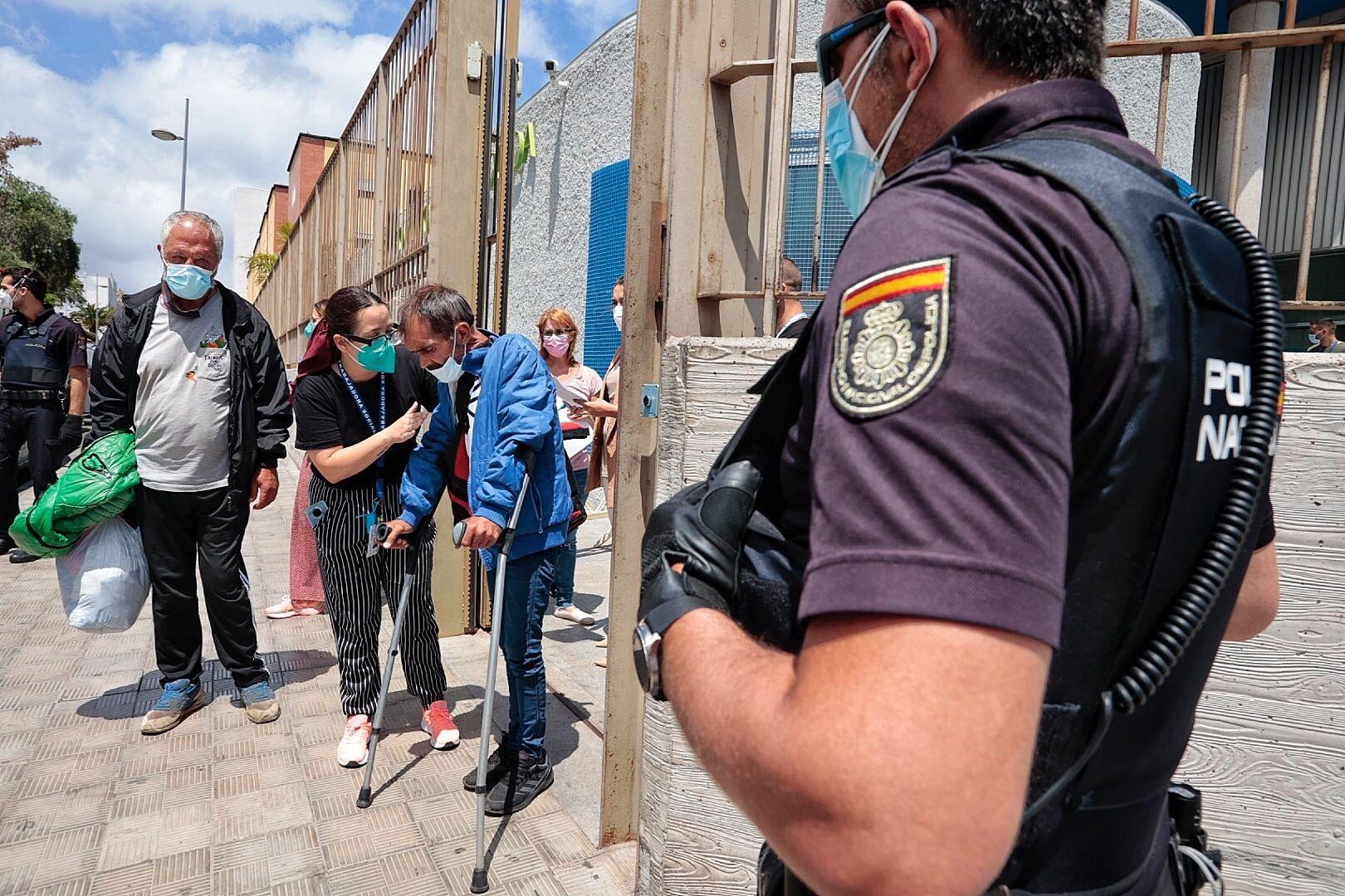 Desalojo del albergue de Santa Cruz por ocho casos de covid