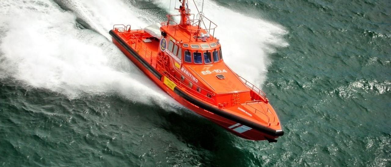 Salvamento Marítimo rescata una patera con unos 50 subsaharianos en aguas cercanas a Gran Canaria