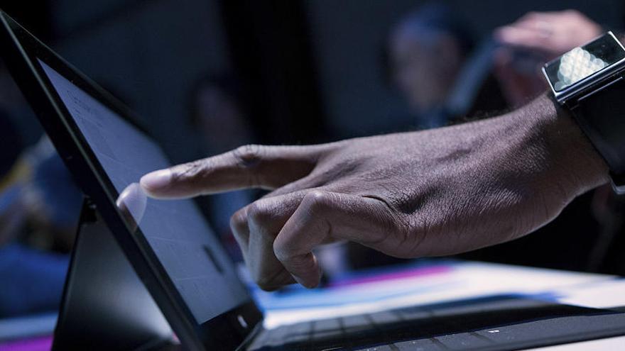 Educació avança cap a l'administració sense papers i digitalitzarà els expedients dels docents