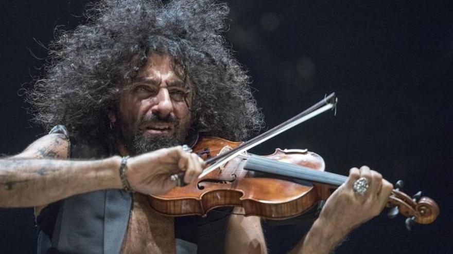 Ara Malikian agradece con su violín la labor de médicos y enfermeros