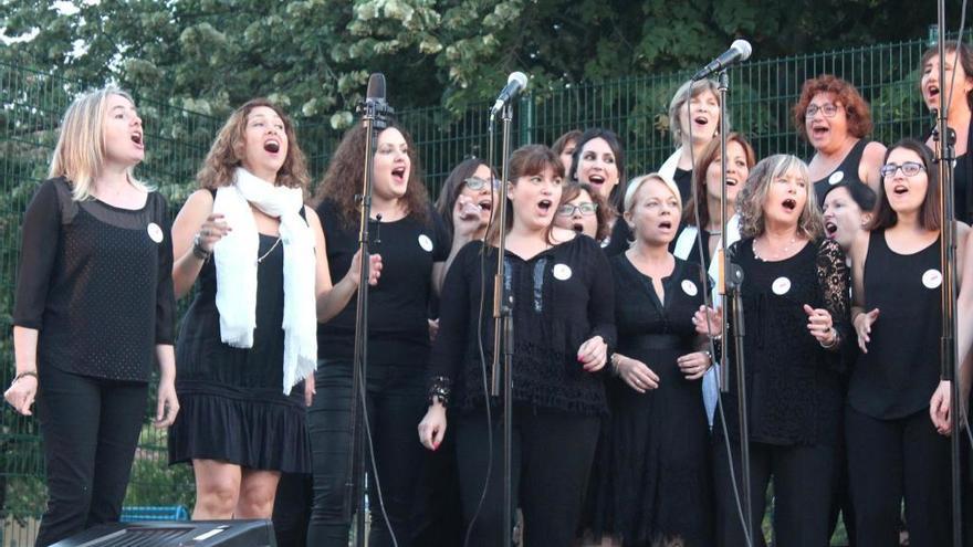 El Cor Gospel Girona canta a benefici de l'ONG Nzuri Daima a La Cate, a Figueres