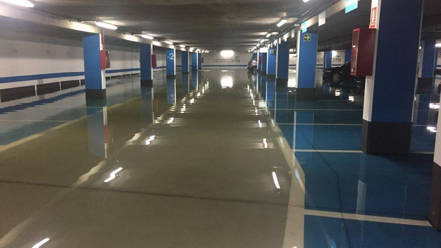 Inundaciones en los parkings de Juana de Vega y Cantones