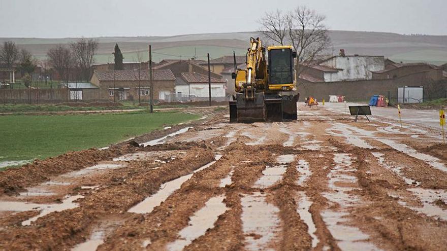 La Diputación de Zamora acomete la renovación y ensanche de la carretera de Villalonso