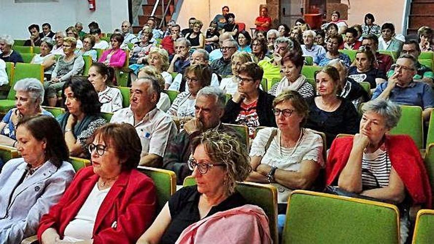 """Asistentes al debate sobre la despoblación, organizado por la asociación """"La Mayuela"""" en Bermillo de Sayago."""