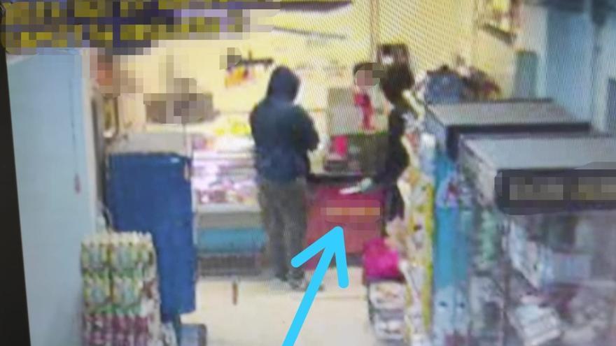 Atraco a punta de cuchillo en un supermercado de Lanzarote