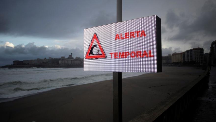El temporal causa en Galicia cien incidentes, muchos de ellos en carreteras