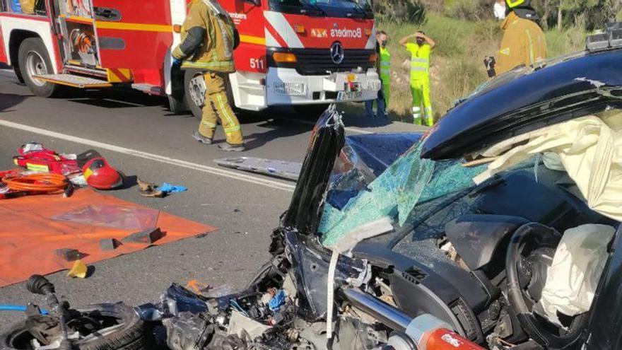 Un fallecido y tres heridos graves en un choque frontal junto al restaurante El Faro de Santa Pola