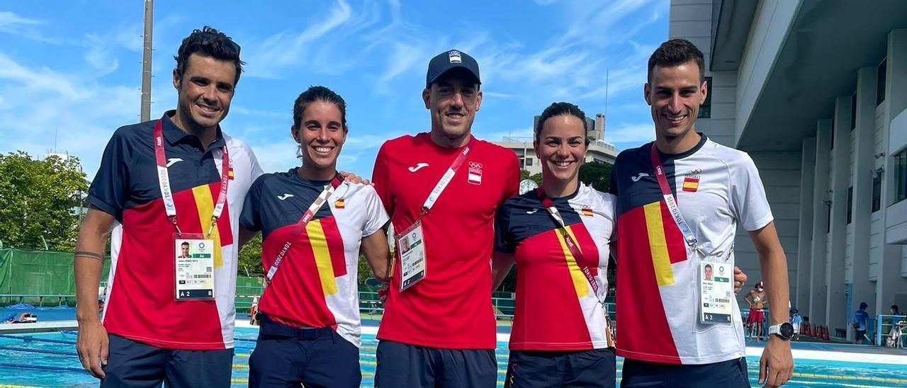 Javi Gómez Noya, junto al resto del equipo español de triatlón.