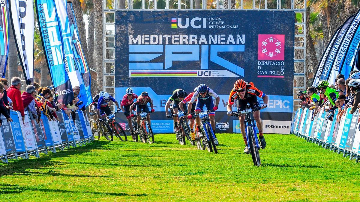 Más de 500 'bikers' participan en la cuarta edición de la Mediterranean Epic 2021.
