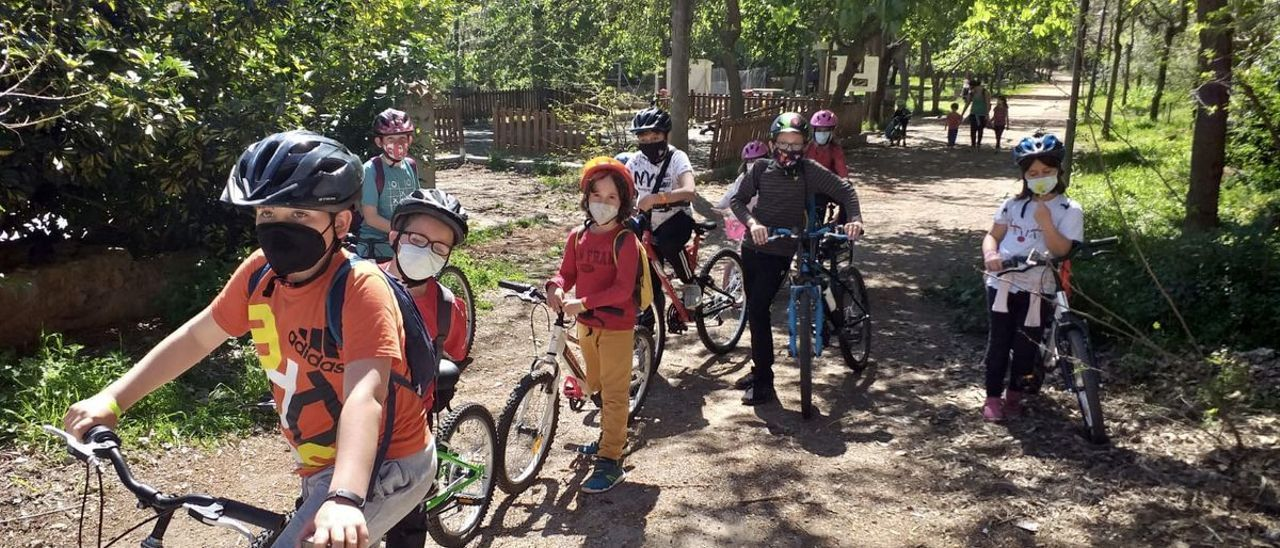 Almassora apuesta por el uso de la bicicleta en las excursiones medioambientales del alumnado.