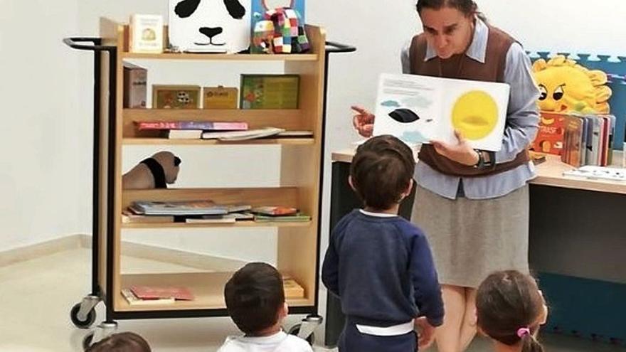'Naixem llegint' és el primer club  de lectura a València per a bebés
