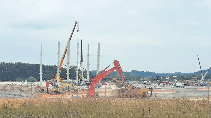 Amazon inicia la construcción de su gran nave logística en el polígono de Siero y proyecta su gran nave de Gijón