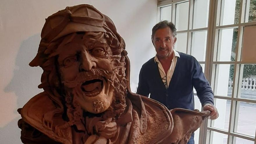 El escultor José Molares Fernández.