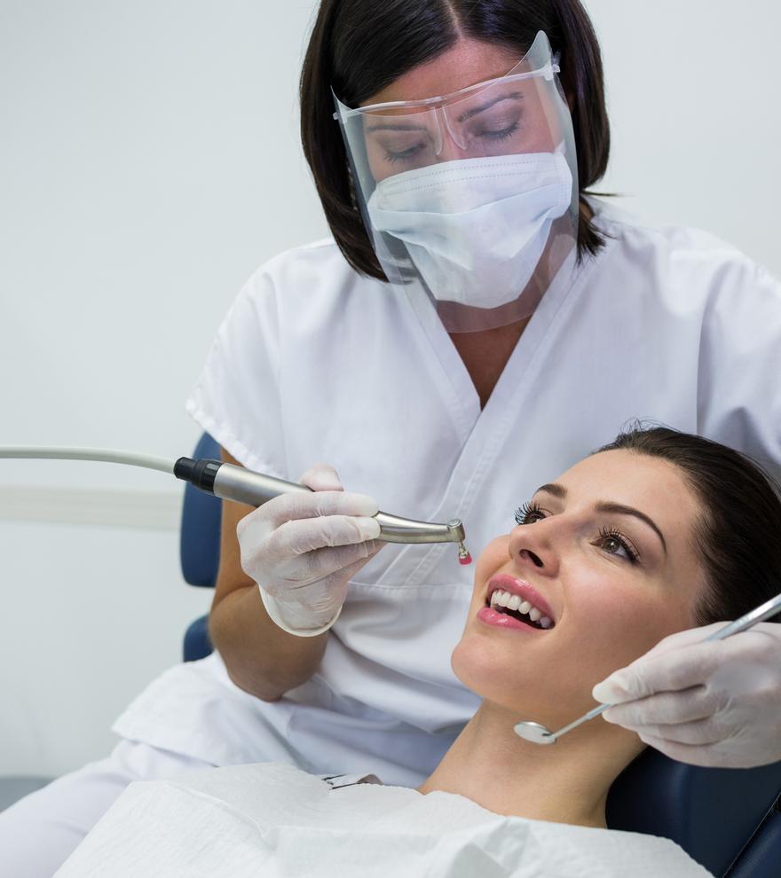 Los protocolos de seguridad sanitaria de los dentistas alicantinos se han extremado en los últimos meses.