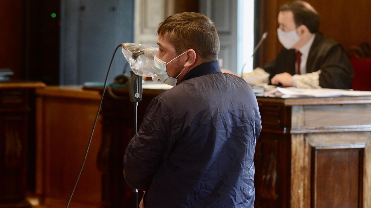 El acusado, ante el tribunal.