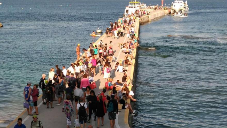 Navieras y hosteleros cargan contra el plan rector de Illas Atlánticas