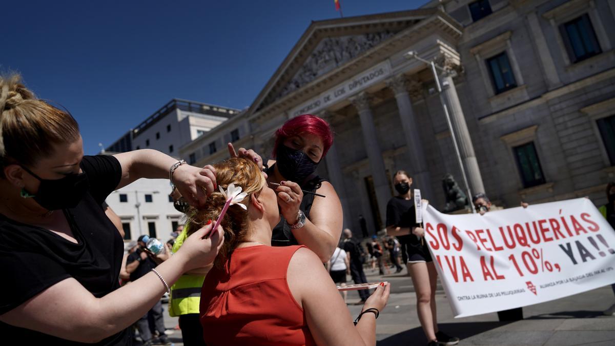 El sector de las peluquerías se manifiesta por la bajada del IVA.